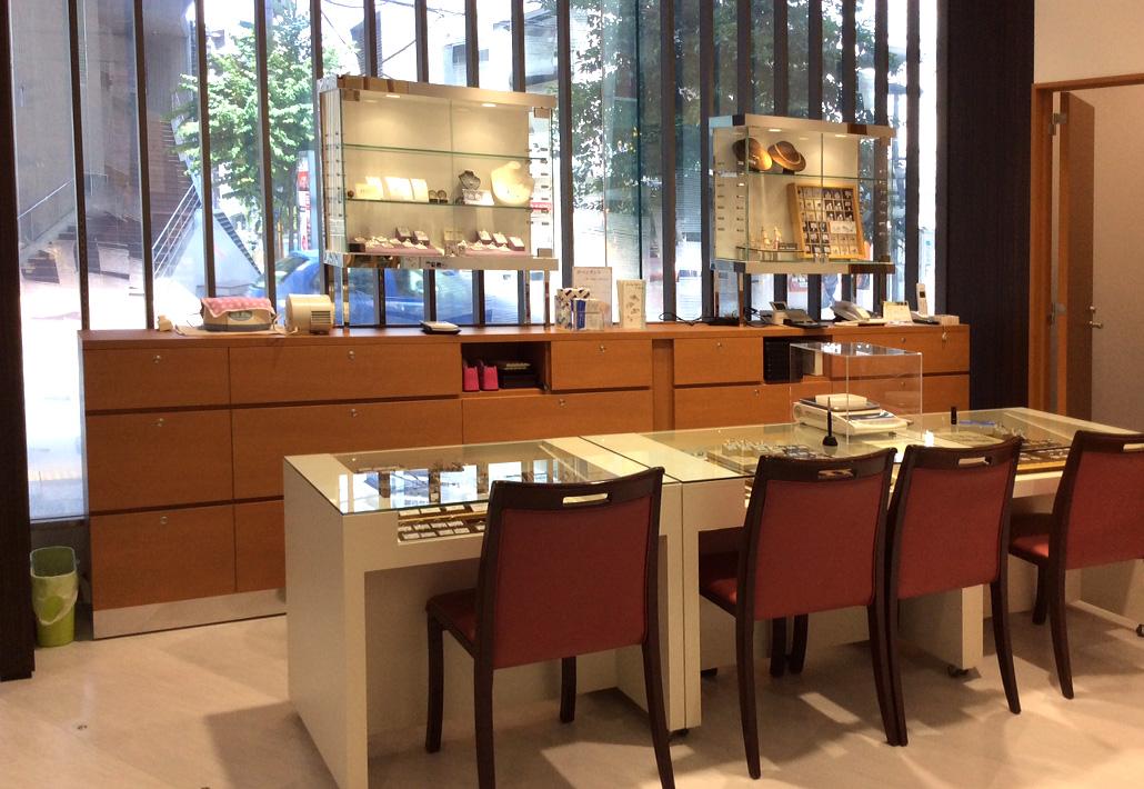 伊勢丹浦和店1階|ジュエリーリフォーム&リペアコーナー リクチュリエ